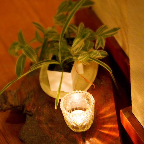*「和みの空間」花好きの女将によって生けられたお花が館内を飾っております。