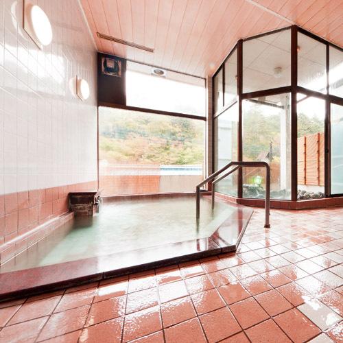 *明るく広々とした内風呂。四万の湯はとても優しい温泉です。