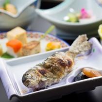 *あつあつ焼きたて川魚(料理一例)