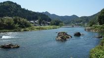 *穏やかな川の流れ