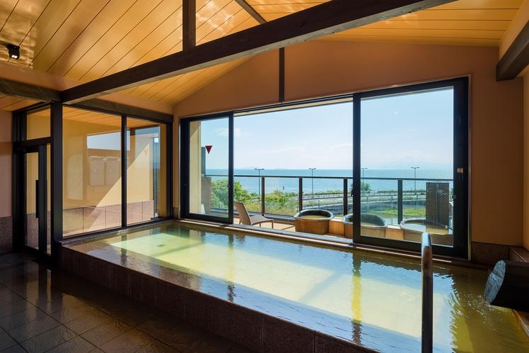 眺めのいい大浴場 撮影 下村 康典