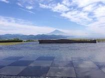 富士山と水盤