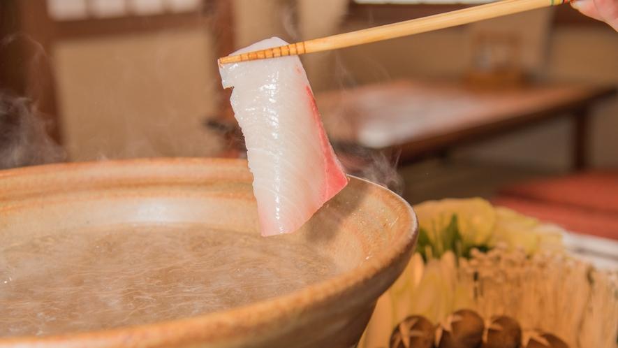 【冬の味覚】10キロ以上の天然モノにだけこだわった天然ぶりしゃぶを自家製ポン酢で味わう!