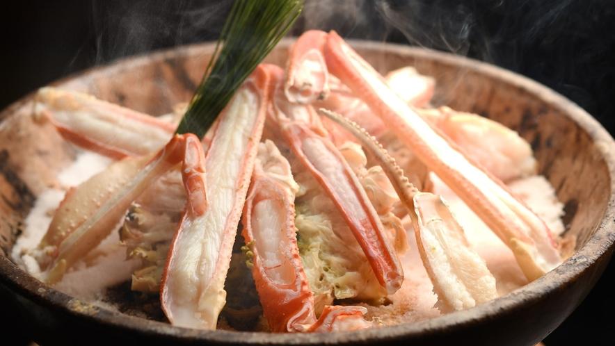 【冬の味覚の王様】松葉ガニを宝楽焼きで堪能、松葉ガニの旨味が最高です(11月~3月)