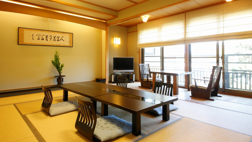 【お部屋】ゆったりと過ごせる昔ながらの和室10畳(2~4名)
