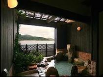 露天風呂からは日本三景天橋立が優美に映える