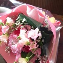 *[記念日特典]花束一例(2日前までにご予約要/色合いやメッセージ等ご希望を伺います)