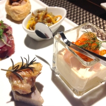 *[Dinner/前菜一例]季節の前菜は5品程。色鮮やかで食材も豊かです♪