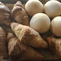 *[Breakfast一例]ご朝食のお時間にあわせ焼き立てパンをご用意しております