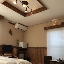*[2階/禁煙・ベッドを2台配した洋室8畳(205)]アジアンな灯りが優しい雰囲気のシンプルな客室で