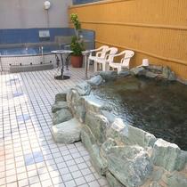 【露天風呂】開放的な気分でのんびりとお寛ぎください