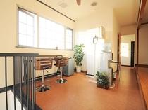 【2階共用スペース】ちょっとした休憩スペースにも最適♪