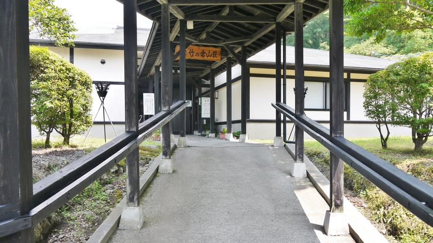 本館フロント 入口