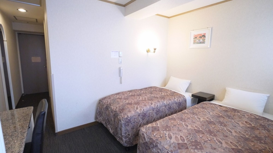 【カジュアルツイン】お部屋には97センチ幅のベッドを2台ご用意しておりします。