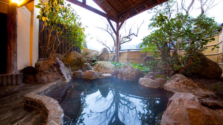 ■貸切露天風呂■ 花合野川沿いに面しています。