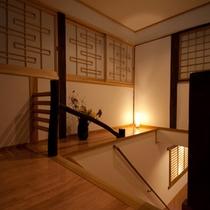■客室フロア■間接照明が心地よい館内