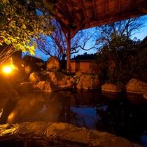 ■貸切展望露天風呂■ 川のせせらぎと開放感溢れる露天。
