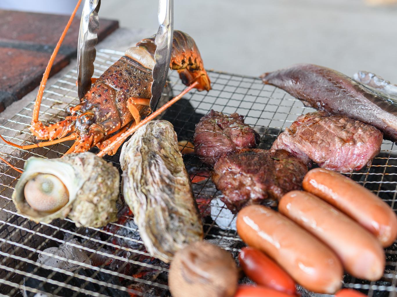 バーベキュー場で美味しいご飯を食べながら楽しい時間を過ごしませんか?