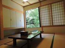 和室10畳例/宿のそばを流れる川のせせらぎを聞きながら、ただのんびり過ごす贅沢が待っています