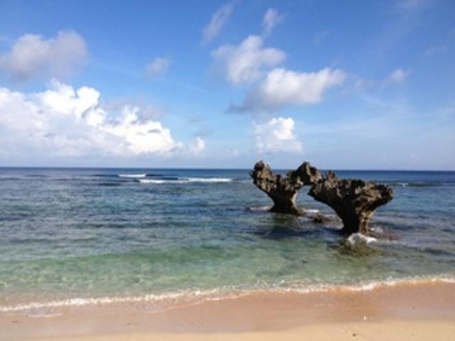 自然が造り出したハートロックとビーチ