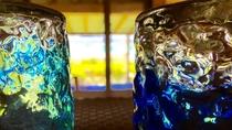 青い海に映える琉球グラス