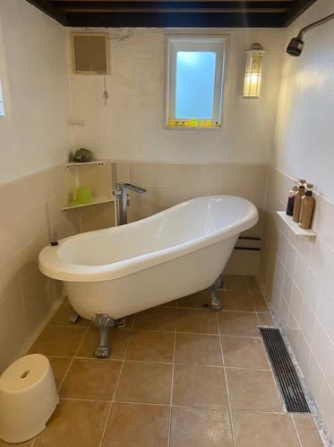 バスルームです。猫脚のバスタブです。