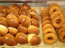 無料朝食 パン