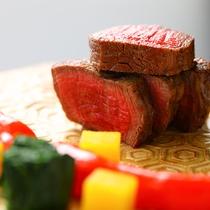 【懐石一例】大分県ブランド牛、豊後牛のステーキを由布院のお野菜と共に自家製のソースで。