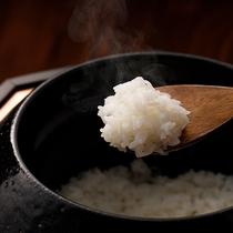 自家栽培のお米であつあつの釜炊きご飯