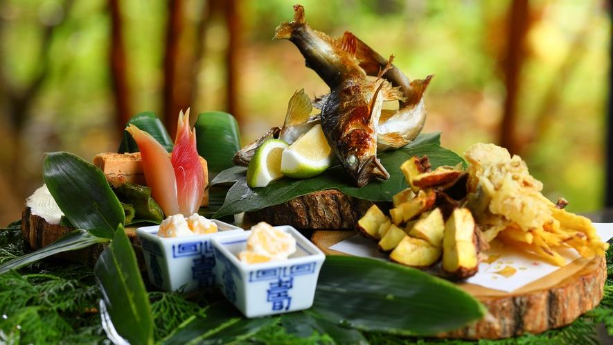 【懐石一例】由布院の四季の里山をイメージした焼き物。