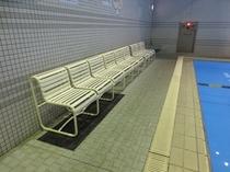 プールの観覧席
