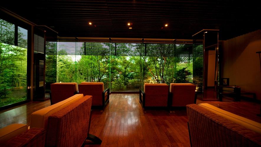◆カフェ&バー◆非日常的なまでの和み空間で、日々の喧騒から離れてひと息をつく【贅沢】