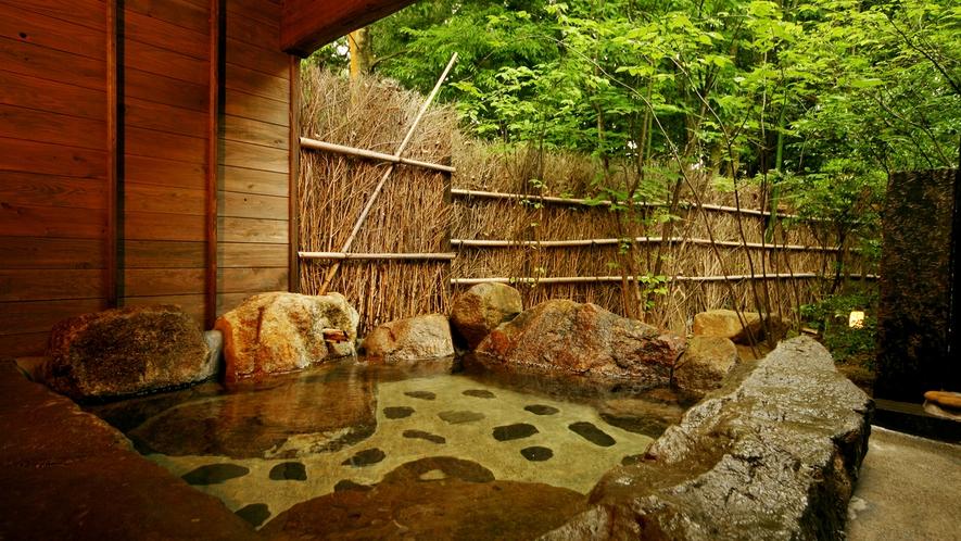 ◆貸切野天風呂◇つりばな◆自然に囲まれた野天風呂での寛ぎのひとときを