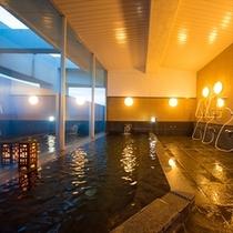 至福のひと時、ホテル最上階のパノラマ展望風呂♪