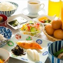朝食は手作りの日替わりメニューの和定食をご用意♪