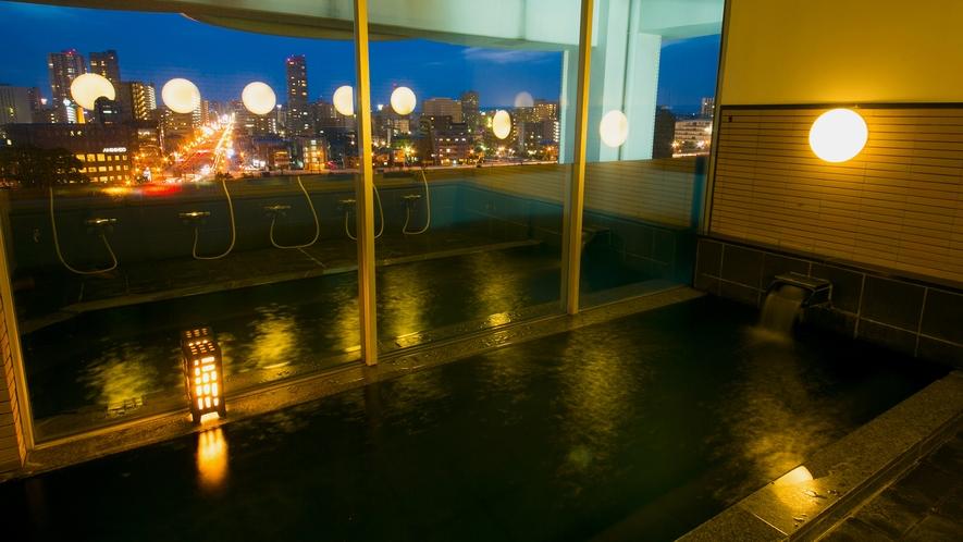 浜松市が一望できる、男女別大浴場。手足を伸ばしてゆっくりとお過ごしください