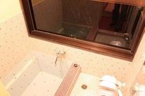 客室にある温泉風呂