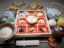 お米、お味噌、みかんジュース等地元食材を含む朝食