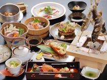 鈍川温泉名物「いのぶた鍋」の一人鍋と山海の幸会席(一例)