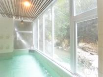 朝日と渓流美の滝見の湯