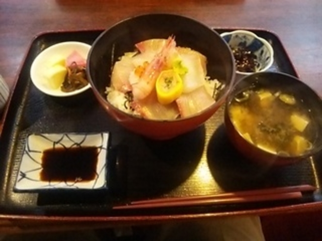 食事処の海鮮丼