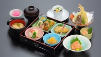 *日本料理 さくら「彩り箱膳 花ごよみ」