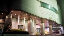 *外観_夜/掛川駅より徒歩5分。ビジネスや観光拠点に便利な立地です。