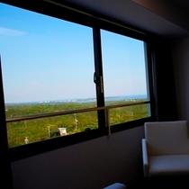 【眺望】お部屋の窓からの展望です!海側のお部屋からはリアス式海岸と的矢湾の情景をご覧いただけます♪