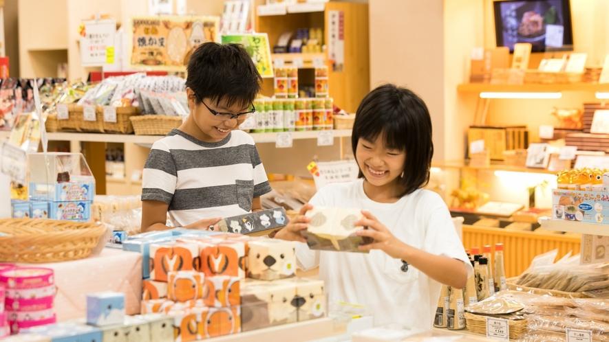 【ショッピングプラザ】どれがいいかな♪定番お菓子の伊勢志摩限定味にも注目です!