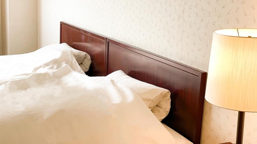 【ファミリーツインルーム】2台のベッドをくつけて1台に♪広々としたベッドでゆっくりとお休みください。