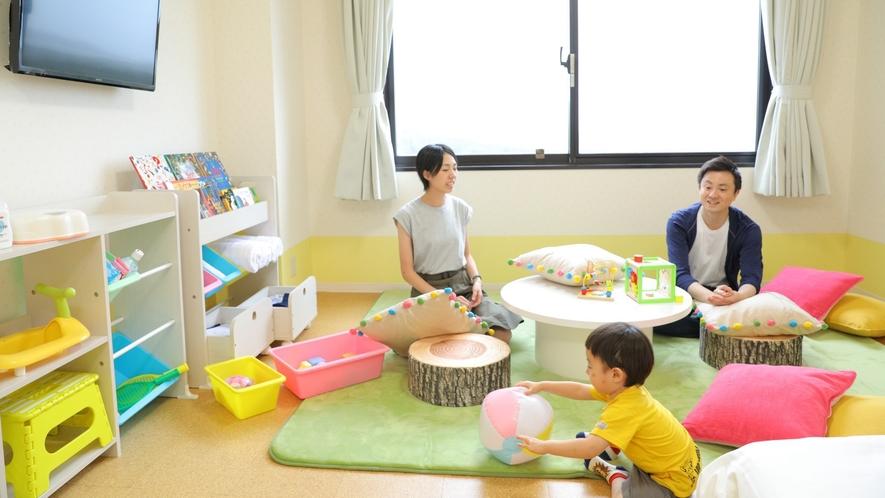 【キッズルーム】遊べるスペースも広々!親子の時間をお楽しみください♪