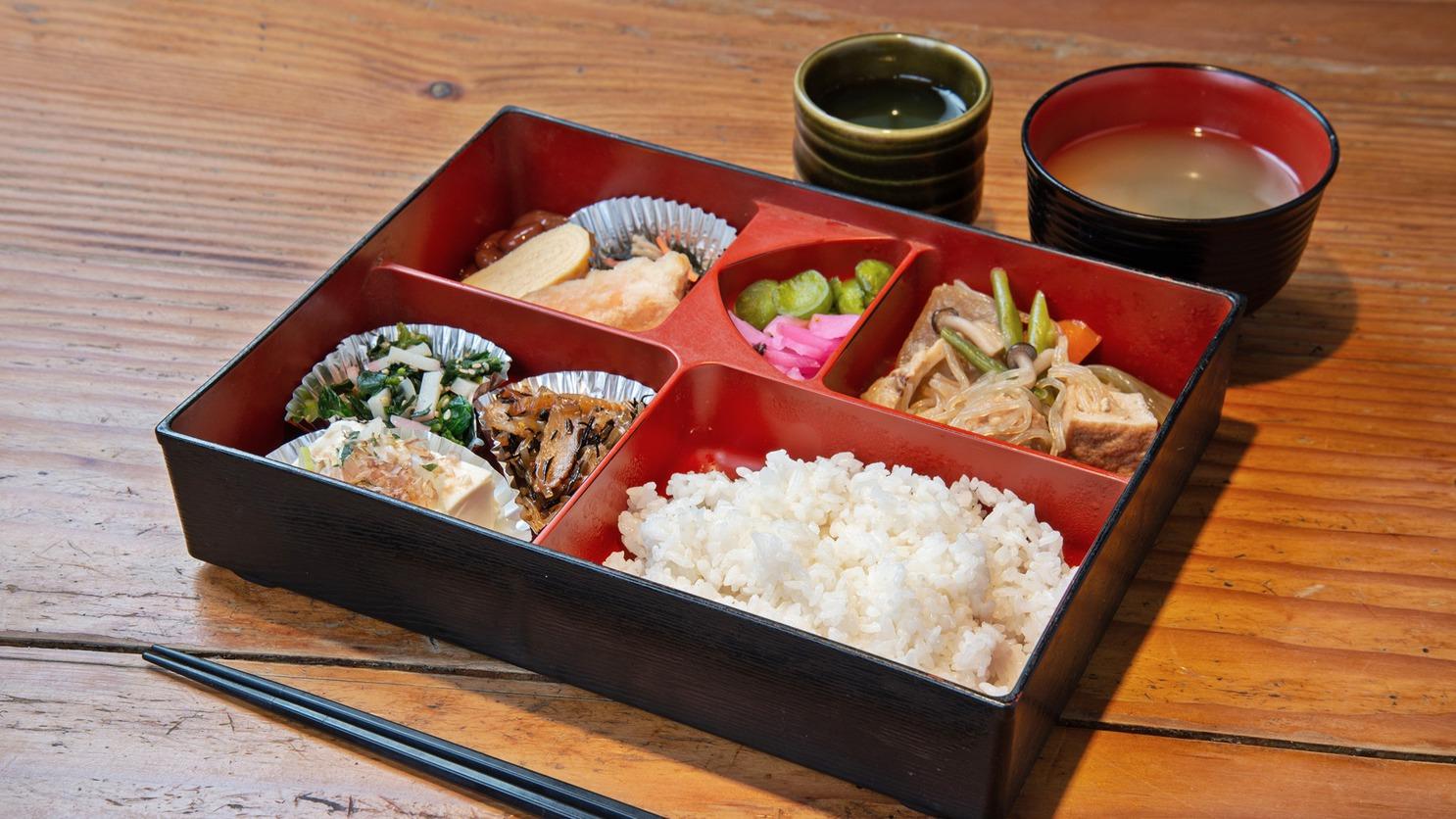 *食事処にて朝食のご用意も可能です!和定食または洋食を選べます♪