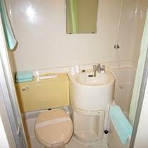 *バスルーム一例/各客室にバス・トイレが備わっています。