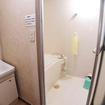 *【お風呂】広めのお風呂と家庭用風呂が1つずつあります